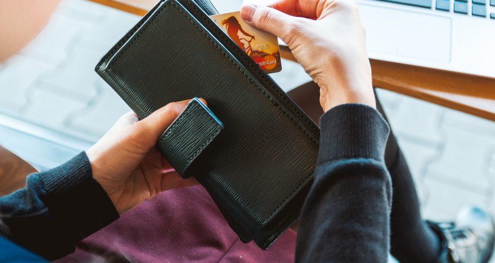 Die Prüfziffer der Kreditkarte sorgt für mehr Sicherheit