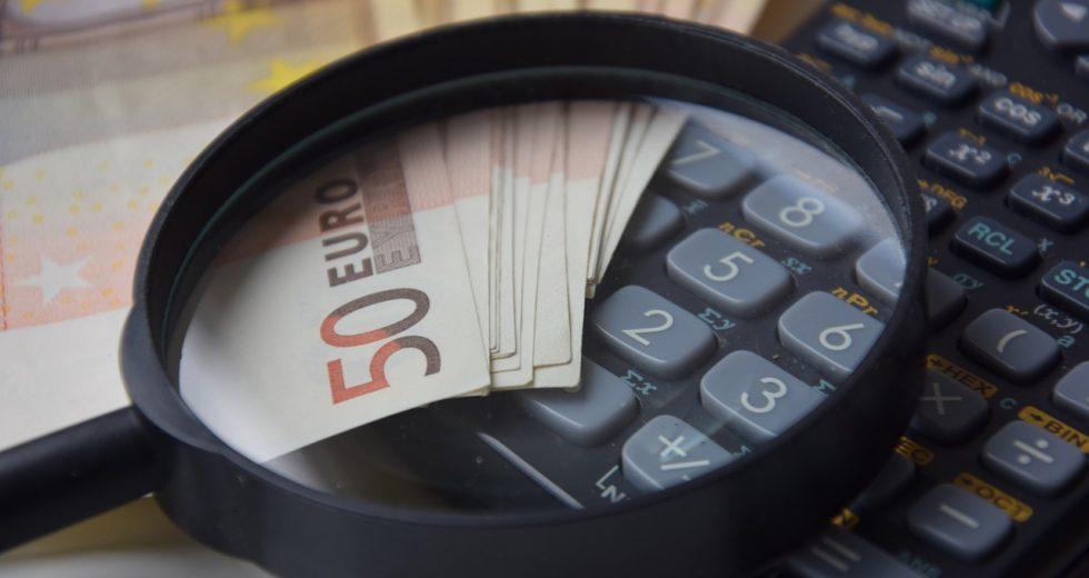 Kredit vergleichen: Das Kleingedruckte lesen und Kostenfallen vermeiden